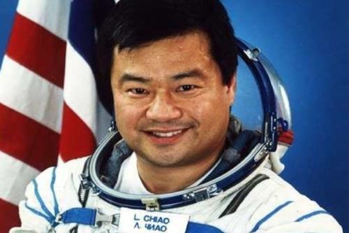 Un excomandante de la ISS dice que vio un OVNI en 2005