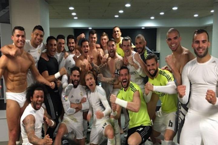 Cristiano ronaldo celebra en ropa interior la victoria del real madrid - Ropa interior real madrid ...
